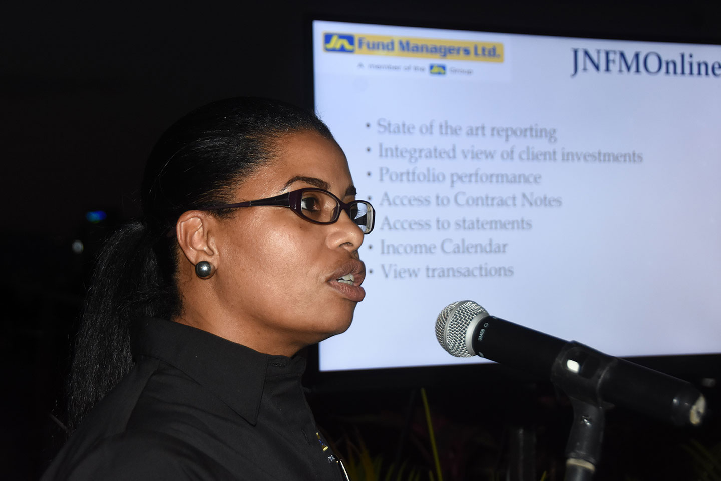 Sharon Whitelocke, deputy general manager, JN Fund Managers, discusses the company's new online platform with JN Group managers.